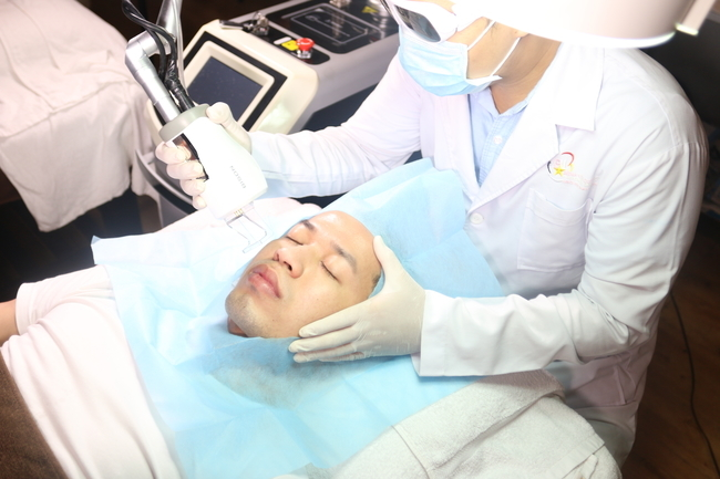 trị sẹo rỗ bằng laser co2 fractional